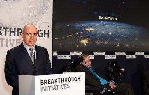 Стивен Хокинг и Юрий Мильнер потратят $100 млн на первый в истории межзвездный зонд. Цель проекта - за 20 лет доставить робота к звездной системе Альфа Центавра