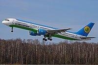 """""""Боинг-737"""" с отказавшим двигателем готовится к посадке в Петербурге"""