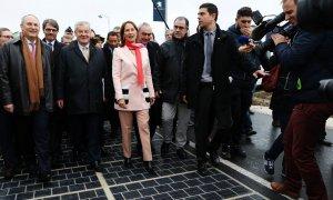 Франция первая в мире открывает дорогу из солнечных панелей