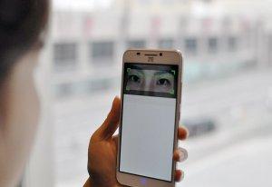 Китайская корпорация ZTE разработала смартфон, управляемый глазом