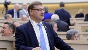 РФ не будет жертвовать безопасностью ради отмены санкций, заявил Косачев