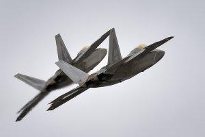 F-22 Stealth Fighter имеет несколько недостатков по сравнению с современными российскими истребителями