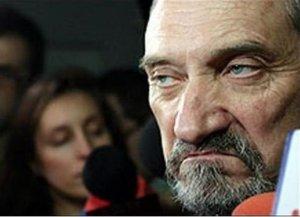 В Польше министр обороны Мачеревич запретил руководителям ВС общаться с президентом Дудой