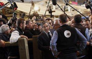 Французские центристы приостановили участие в избирательной кампании Фийона