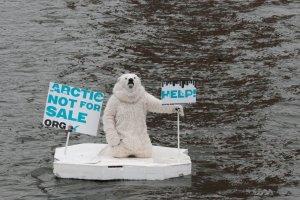Евросоюз хочет запретить добывать нефть в Арктике