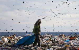 Общественники привезли мусор к домам крымских чиновников