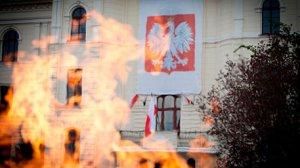 МИД Польши отозвало консула из США после фото Туска в форме офицера СС