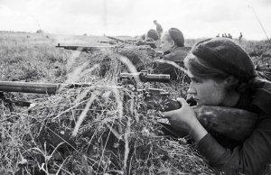 """Украинские силовики пожаловались на """"засады снайперов"""" в Донбассе"""