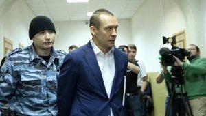 Банк потребовал от отца полковника Захарченко оплатить PR-кампанию
