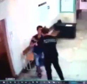 Охранник подрался с пациентом поликлиники