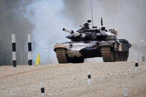 Россия лидирует во второй день танкового биатлона