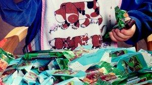 """Латвийский суд запретил продажу конфет """"Мишка косолапый"""" в стране"""