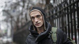 """""""Не работаем и не платим"""": художник Павленский рассказал о жизни во Франции"""