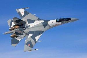 """Убийца """"Стелса"""": главные факты о новейшем истребителе Су-35 за 90 секунд"""