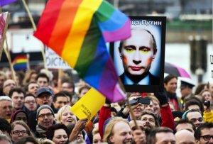 """В интернете за 500 рублей набирают массовку для """"100-тысячного"""" митинга-концерта в поддержку Путина. Смольный запретил гей-парад в поддержку Путина"""