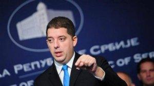 СМИ: полиция Косова задержала сербского министра по делам автономного края. Полиция применила светошумовые гранаты и слезоточивый газ.