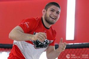 Смешанные единоборства: Россиянин Хабиб Нурмагомедов завоевал титул чемпиона UFC