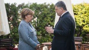 """Меркель связала судьбу """"Северного потока - 2"""" с украинским транзитом"""