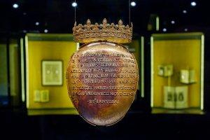 """Во Франции похитили """"золотое сердце"""" королевы Анны Бретонской"""