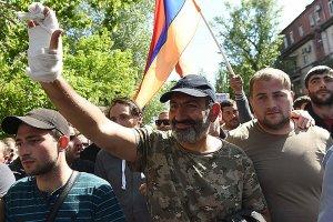 "От Гюмри до Еревана Армения для начала ""ушла"" Саргсяна"