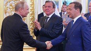 [Кто то сомневался?]Путин внес кандидатуру Медведева на пост премьер-министра