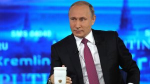 Традиционный формат с новациями: прямая линия с Путиным пройдёт 7 июня. В 2017 году Владимир Путин в ходе прямой линии ответил на 73 вопроса за почти четыре часа