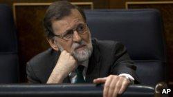 В Испании слетел глава правительства Рахой: премьер-министра, правящего страной 6 с лишним лет, при котором она оказалась в глубочайшем за всю современную историю кризисе, добил коррупционный скандал