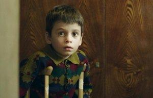 """[Слабаки-неудачники] Бей лежачего, чтоб встал и пошёл: на """"Кинотавре"""" показали фильм-преступление о том, что детский церебральный паралич - это лишь """"Временные трудности"""" от недостатка морального духа"""