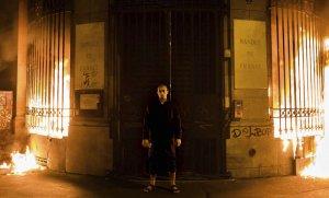Во Франции следователь бессрочно продлила срок ареста российскому художнику Петру Павленскому, устроившему поджог здания Банка Франции в Париже в октябре 2017 года