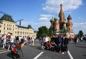 Медведев предложил компенсировать туристам часть стоимости путёвок в Россию