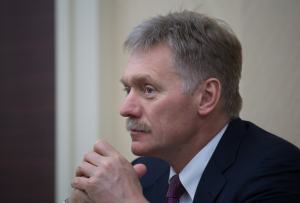 В Москве сожалеют в связи с кончиной британской гражданки от отравления в Эймсбери и глубоко озабочены продолжающимся использованием отравляющих веществ - Песков