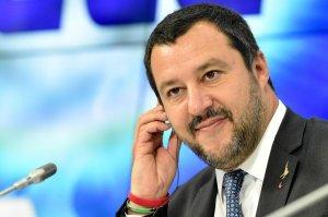 Глава МВД Италии назвал переворот на Украине псевдореволюцией, оплаченной из-за рубежа