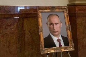 В капитолии Колорадо на месте портрета Трампа установили фотографию Путина (Снимок российского лидера появился в галерее изображений президентов США)