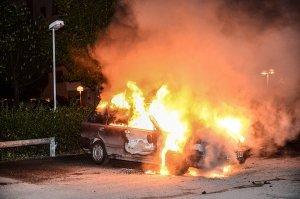 За одну ночь по всей Швеции сожгли почти 100 машин
