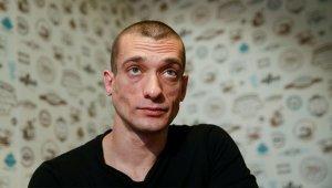 Павленский рассказал о пытках в тюрьме во Франции