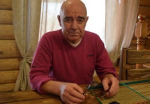 """Джамшут из ситкома """"Наша Russia"""" стал бомжом и сделал ремонт приютившей его даме"""