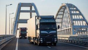 За сутки через Крымский мост проехало более двух тысяч грузовиков