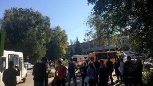 Ученик колледжа в Керчи рассказал подробности взрыва и стрельбы ( Число жертв теракта возросло до 18, сообщил глава Крыма Сергей Аксёнов)
