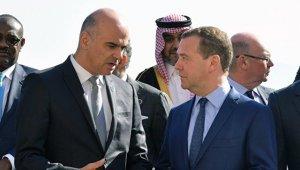 Россия может отказаться от участия в форуме в Давосе, заявил Медведев
