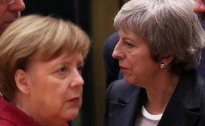 """[Как пробка из бутылки] Тереза Мэй внезапно уехала с саммита Евросоюза: ей отказали в повторных переговорах, фактически указав на дверь с надписью """"Brexit"""""""