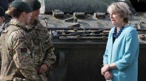 """Мэй поблагодарила британских военных за """"защиту от России"""""""