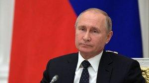 Путин одобрил контроль снятия наличных с карт иностранных банков