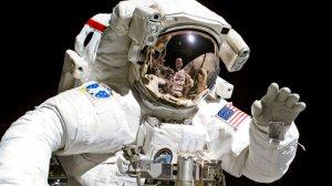 Источник: на МКС отказал американский скафандр для выходов в космос