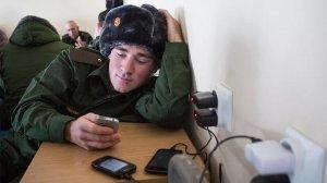 """Военнослужащим России запретили иметь на службе при себе устройства с """"Интернетом"""""""