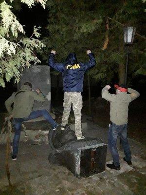 На Украине снесли памятник Ватутину