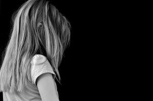 """[""""Их не слышат - они не слышат""""] Число детских суицидов в России за год выросло почти на 14%: в 2017 году было зафиксировано 692 детских суицида, в 2018 году - 788"""