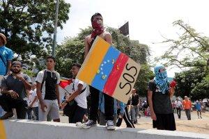 МИД РФ призвал к обузданию уличной стихии в Венесуэле
