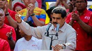 Мадуро заявил, что Венесуэла освобождается от доллара