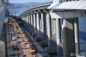 Построен первый железнодорожный путь Крымского моста