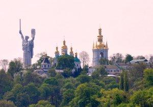 Суд отменил переименование проспектов в Киеве в честь Бандеры и Шухевича.